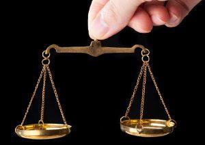 金買取専門店とブランド買取店の価格を比較